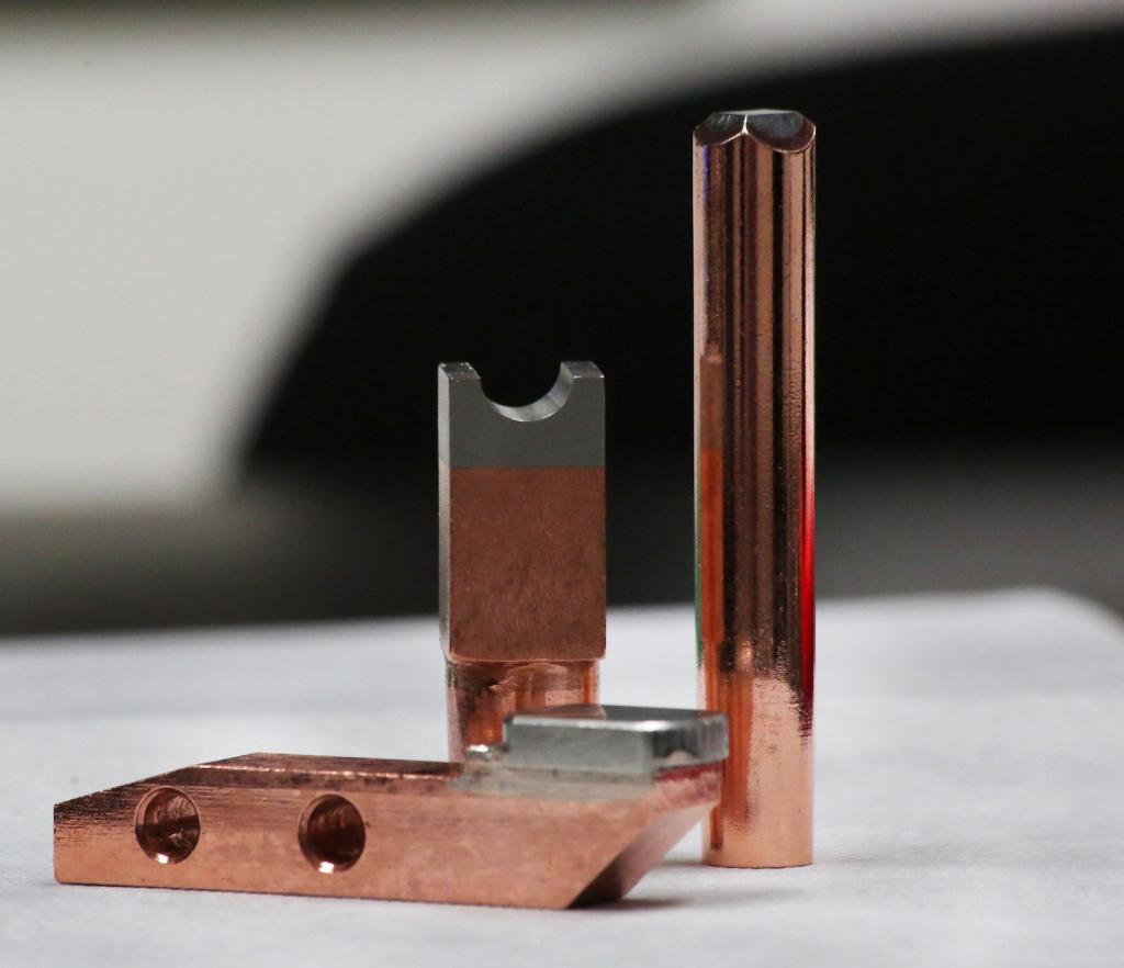 Electrodos para soldar insertos de plata